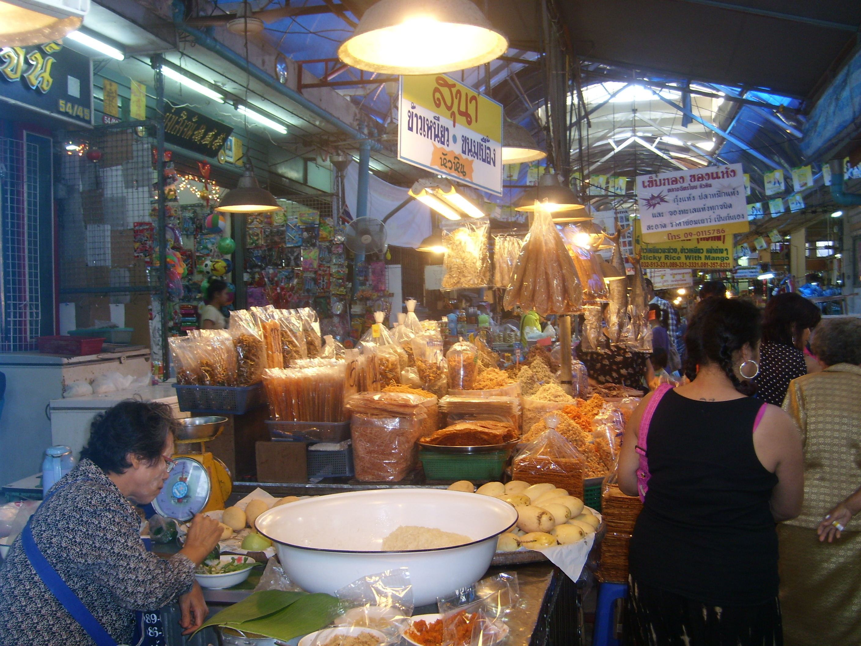 thai vs western culture The difference between thai culture and the culture in the west western culture, is very individualistic whereas thai culture is a very community.